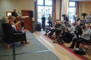 Дээрхийн Гэгээнтэн Далай Лам Дерри хотын хэвлэлийнхэнтэй уулзаж байгаа нь. Нэгдсэн Вант улс, Хойд Ирланд, Дерри. 2017.09.11. Гэрэл зургийг Жерреми Рассел (ДЛО)
