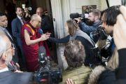 Дээрхийн Гэгээнтэн Далай Лам сэтгүүлч нарын асуултанд хариулж байгаа нь. Герман, Франкфурт. 2017.09.12. Гэрэл зургийг Тэнзин Чойжор (ДЛО)