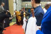 Дээрхийн Гэгээнтэн Далай Лам Сконто ордонд хүрэлцэн ирээд номын айлдварыг зохион байгуулж буй зарим гишүүдтэй уулзаж байгаа нь. Латви, Рига. 2017.09.25. Гэрэл зургийг Тэнзин Чойжор (ДЛО)