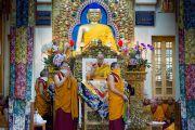 Его Святейшество Далай-лама дарует разрешение на практики Белой Тары в ходе заключительного дня учений, организованных по просьбе буддистов из Тайваня. Дхарамсала, Индия. 6 октября 2017 г. Фото: Тензин Пунцок