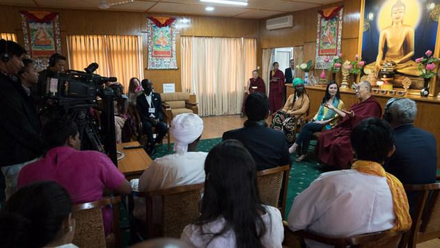 Энх тайвныг бүтээгч залуучууд ба Дээрхийн Гэгээнтэн Далай Лам хамтдаа Ал Жазера телевизэд ярилцлага өгөв