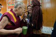 Цайны завсарлагын үеэр Дээрхийн Гэгээнтэн Далай Лам Өмнөд Суданы төлөөлөгч Аденг Маяиктэй уулзав. Энэтхэг, ХП, Дарамсала. 2017.11.06. Гэрэл зургийг Тэнзин Чойжор (ДЛО)