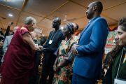 Дээрхийн Гэгээнтэн Далай Лам хоёр өдрийн турш үргэлжлэх залуу манлайлагч нартай уулзалт хийхийн өмнө. Энэтхэг, ХП, Дарамсала. 2017.11.06. Гэрэл зургийг Тэнзин Чойжор (ДЛО)