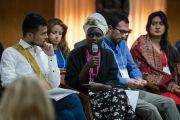 Өмнөд Суданы төлөөлөгч Наоми Алуел Атем өөрийн хийсэн ажлын талаар товч танилцууллаа. Энэтхэг, ХП, Дарамсала. 2017.11.06. Гэрэл зургийг Тэнзин Чойжор (ДЛО)