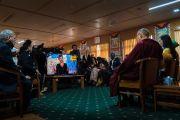 Дээрхийн Гэгээнтэн Далай Лам Ал Жазера телевизэд ярилцлага өгч байгаа нь. Энэтхэг, ХП, Дарамсала. 2017.11.07. Гэрэл зургийг Тэнзин Чойжор (ДЛО)