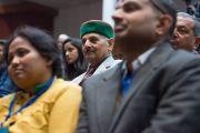 Участники конференции, посвященной вопросам мира во всем мире, слушают выступление Его Святейшества Далай-ламы. Дхарамсала, Индия. 2 декабря 2017 г. Фото: Лобсанг Церинг.