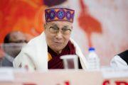 Его Святейшество Далай-лама во время конференции, посвященной вопросам мира во всем мире. Дхарамсала, Индия. 2 декабря 2017 г. Фото: Лобсанг Церинг.