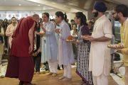 Дээрхийн Гэгээнтэн Далай Ламыг Энэтхэгийн уламжлалт ёсоор угтан авч байгаа нь. Энэтхэг, Мумбай. 2017.12.08. Гэрэл зургийг Лувсан Цэрин