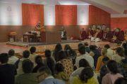 Дээрхийн Гэгээнтэн Далай Лам илтгэл тавьж байгаа нь. Энэтхэг, Мумбай. 2017.12.08. Гэрэл зургийг Лувсан Цэрин