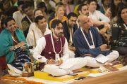 Дээрхийн Гэгээнтэн Далай Ламын илтгэлийг сонсож буй хүмүүс. Энэтхэг, Мумбай. 2017.12.08. Гэрэл зургийг Лувсан Цэрин