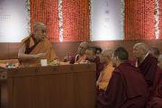 Дээрхийн Гэгээнтэн Далай Лам Сомаяа кампуст явагдаж буй хоёр дахь өдрийн уулзалтанд хүрэлцэн ирэхдээ тус кампусын ерөнхийлөгч Самир Сомаяатай уулзаж байгаа нь. Энэтхэг, Мумбай. 2017.12.09. Гэрэл зургийг Лувсан Цэрин