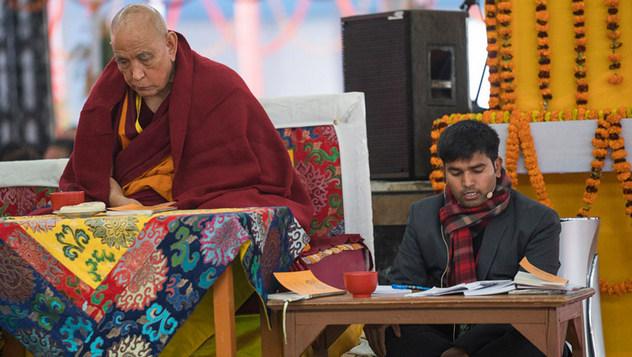 Энэтхэгчүүдэд зориулан айлдаж буй номын айлдварын хоёр дахь өдөр