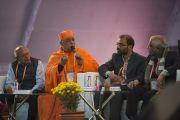 Свами Атмаприянанда, вице-канцлер образовательного и исследовательского института Вивекананды при Миссии Рамакришны, выступает на конференции по вопросам ума в индийских философских школах мысли и современной науке. Сарнатх, Варанаси, Индия. 30 декабря 2017 г. Фото: Лобсанг Церинг.