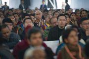 Слушатели во время открытия конференции по вопросам ума в индийских философских школах мысли и современной науке, организованной в Центральном институте высшей тибетологии. Сарнатх, Варанаси, Индия. 30 декабря 2017 г. Фото: Лобсанг Церинг.