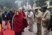 Его Святейшество Далай-лама прибывает на празднование золотого юбилея Центрального института высшей тибетологии. Сарнатх, Варанаси, Индия. 1 января 2018 г. Фото: Тензин Пунцок.
