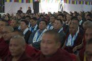 Гости на церемонии празднования золотого юбилея Центрального института высшей тибетологии слушают обращение Его Святейшества Далай-ламы. Сарнатх, Варанаси, Индия. 1 января 2018 г. Фото: Тензин Пунцок.