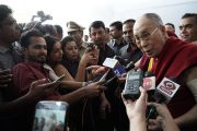 Его Святейшество Далай-лама отвечает на вопросы журналистов по завершении церемонии открытия Второго национального конгресса учителей в Технологическом институте Махараштры. Пуна, штат Махараштра, Индия. 10 января 2018 г. Фото: Лобсанг Церинг.