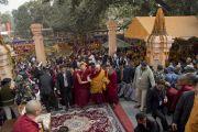 По завершении молебна Его Святейшество Далай-лама покидает ступу Махабодхи. Бодхгая, штат Бихар, Индия. 17 января 2018 г. Фото: Мануэль Бауэр.