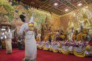 Тайские танцовщицы выступают во время открытия храма Ват Па Буддхагая Ванарам. Бодхгая, штат Бихар, Индия. 25 января 2018 г. Фото: Тензин Чойджор.