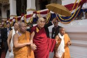 По завершении церемонии открытия храма Ват Па Буддхагая Ванарам Его Святейшество Далай-лама направляется на обед. Бодхгая, штат Бихар, Индия. 25 января 2018 г. Фото: Тензин Чойджор.