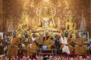 Его Святейшество Далай-лама выступает с обращением в ходе церемонии открытия храма Ват Па Буддхагая Ванарам. Бодхгая, штат Бихар, Индия. 25 января 2018 г. Фото: Тензин Чойджор.