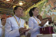 Верующие слушают наставления Его Святейшества Далай-ламы во время открытия храма Ват Па Буддхагая Ванарам. Бодхгая, штат Бихар, Индия. 25 января 2018 г. Фото: Тензин Чойджор.