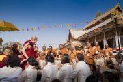 По завершении церемонии открытия храма Ват Па Буддхагая Ванарам Его Святейшество Далай-лама направляется в тибетский храм. Бодхгая, штат Бихар, Индия. 25 января 2018 г. Фото: Тензин Чойджор.