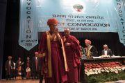 По завершении 1-й церемонии вручения дипломов Центрального университета Джамму Его Святейшество Далай-лама благодарит аудиторию. Джамму, штат Джамму и Кашмир, Индия. 18 марта 2018 г. Фото: Тензин Чойджор.