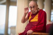 Его Святейшество Далай-лама во время встречи с туристами в главном тибетском храме. Дхарамсала, Индия. 19 мая 2018 г. Фото: Тензин Чойджор.