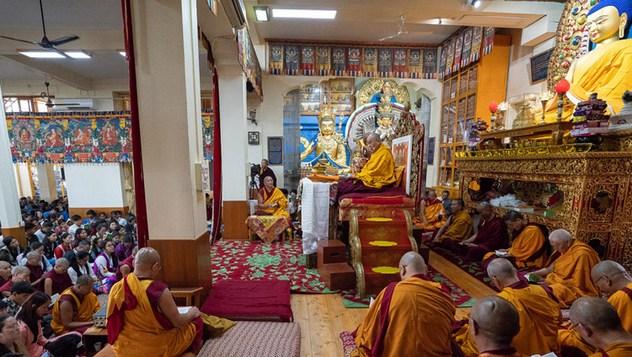 O первом дне учений Его Святейшества Далай-ламы для школьников и студентов в Дхарамсале