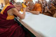 Гадаадын олон жуулчид болон Тайландын лам хуврагуудыг хүлээн авч уулзлаа