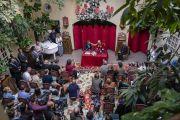 Его Святейшество Далай-лама отвечает на вопросы во время пресс-конференции. Вильнюс, Литва. 13 июня 2018 г. Фото: Тензин Чойджор.
