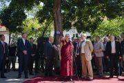 Его Святейшество Далай-лама обращается к собравшимся на площади Тибета. Вильнюс, Литва. 13 июня 2018 г. Фото: Тензин Чойджор.