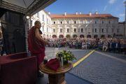 Его Святейшество Далай-лама выступает с публичной лекцией в Вильнюсском университете, на которую собралось более 2000 человек. Вильнюс, Литва. 13 июня 2018 г. Фото: Тензин Чойджор.