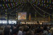 Некоторые из более чем 4000 человек, собравшихся на учения Его Святейшества Далай-ламы для стран Балтии и России. Рига, Латвия. 18 июня 2018 г. Фото: Тензин Чойджор.