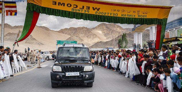 Дээрхийн Гэгээнтэн Далай Лам Ладакт морилон ирлээ