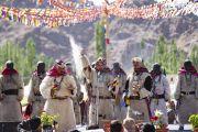 Ладакцы исполняют традиционный танец во время торжеств, организованных на площадке учений в Шивацель по случаю 83-летия Его Святейшества Далай-ламы. Ле, Ладак, штат Джамму и Кашмир, Индия. 6 июля 2018 г. Фото: Тензин Чойджор.