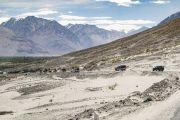 Кортеж Его Святейшества Далай-ламы направляется из аэропорта Тойс в монастырь Дискет. Долина Нубра, штат Джамму и Кашмир, Индия. 12 июля 2018 г. Фото: Тензин Чойджор.