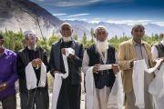 Члены местного мусульманского сообщества выстроились вдоль дороги, ведущей к монастырю Дискет, чтобы выразить почтение Его Святейшеству Далай-ламе. Долина Нубра, штат Джамму и Кашмир, Индия. 12 июля 2018 г. Фото: Тензин Чойджор.
